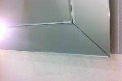 q.particolare cornice di specchi molati